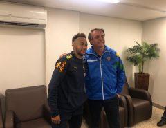 Presidente Jair Bolsonaro assiste a jogo do Brasil e vai a hospital visitar Neymar
