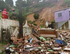 Chega a treze o número de mortos em deslizamentos de barreiras
