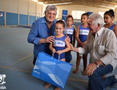 Alunas de projeto de ginástica de Macaíba ganham novos uniformes e materiais