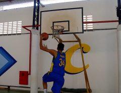 Garoto potiguar de 13 anos e 2,10m de altura chama atenção no basquete