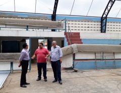 Em Macaíba, prefeito visita obras em ginásios poliesportivos