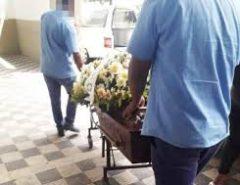 Funerária entrega corpo errado em velório de idosa de 100 anos