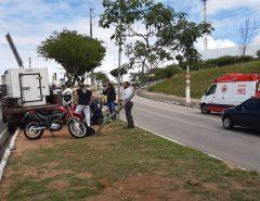 Motorista tem mal súbito e caminhonete atravessa canteiro de avenida em Natal