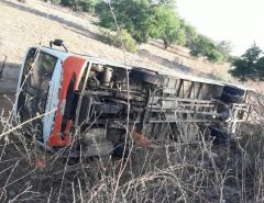 Ônibus com estudantes capota em estrada do RN; não há feridos