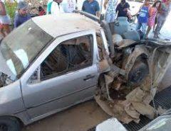 Explosão em posto de combustíveis destrói carro e causa susto