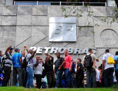 Petroleiros aprovam greve a partir de sábado (26)