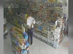 """Polícia procura """"velhinho da mão ligeira"""" suspeito de cometer furtos"""