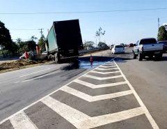 Caminhão fica atravessado na BR-101 após acidente na Grande Natal
