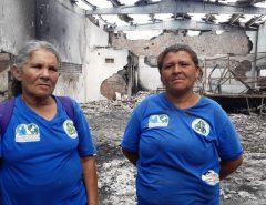 Um dia após incêndio, famílias que trabalham com reciclagem voltam a galpão atingido em Natal: 'recomeçar do zero'