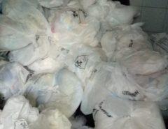FOTOS: Servidores reclamam de lixo acumulado em hospitais em Natal
