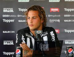 Punido: Após comemorar título do Flamengo, jogador do Atlético-MG é afastado pela diretoria