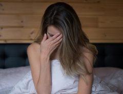 Susto: Mulher quase morre ao sofrer reação alérgica após fazer sexo sem preservativo