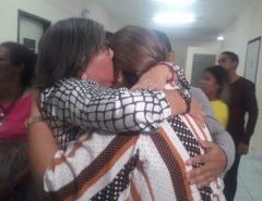 Mulher acusada de mandar matar a própria mãe a marretadas é absolvida; júri condena pedreiro a 12 anos