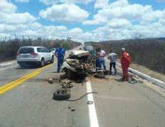 Motorista morre e fica preso às ferragens em acidente na BR-304
