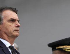 Bolsonaro sanciona lei que extingue prisão disciplinar para PMs e bombeiros