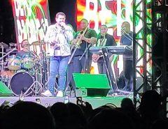 Em João Pessoa, Beto Barbosa interrompe show após passar mal