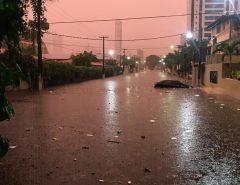 Tempo: Chuvas na madrugada provocam vários pontos de alagamento em Natal