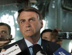 """Presidente Jair Bolsonaro rebate STF e cita decisão de abril de 2020: """"O Supremo decidiu que as medidas restritivas impostas por governadores e prefeitos não poderiam ser modificadas por mim"""""""