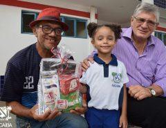 Em Macaíba, Prefeitura entrega mais de 9,4 mil kits escolares para ano letivo 2020