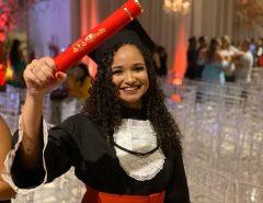 Exemplo: A mais nova Bacharel em Direito macaibense vem da comunidade quilombola de Capoeiras