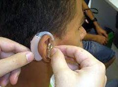 Estudantes com deficiência auditiva vão ter acesso à tecnologia do SUS