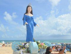 """Nova estátua de Iemanjá é criticada nas redes sociais: """"Travecão ou um drag queen"""""""