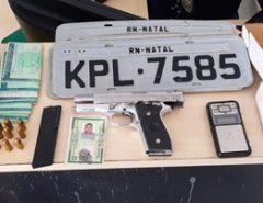 Em Natal polícia prende homem com arma e R$ 30 mil na zona Oeste