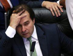 DEIXARAM MAIA CHUPANDO O DEDO: DEM e PSDB abandonam bloco de Baleia Rossi e Maia ameaça com impeachment