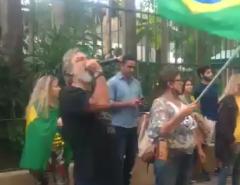 CADEIA: Polícia prende manifestantes bolsonaristas que fizeram ato em frente ao prédio de Alexandre de Moraes
