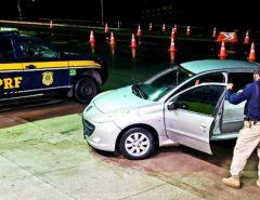 PRF apreende veículo com queixa de apropriação indébita na BR 304 em Macaíba/RN.