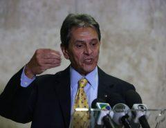 Justiça condena Roberto Jefferson a pagar R$ 10 mil ao ministro do STF Alexandre de Moraes