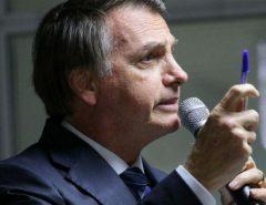 """""""A caneta Bic é minha"""", diz Bolsonaro rebatendo Mourão sobre compra da CoronaVac"""