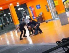 Assista o vídeo: Homem negro é espancado até a morte em supermercado do grupo Carrefour