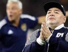 Com coágulo na cabeça Maradona passará por cirurgia no cérebro