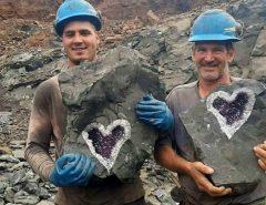URUGUAI: Mineradores encontraram cristal de ametista raro em forma de coração