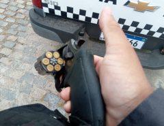 PM prende dupla que roubou carro para praticar assaltos em Petrópolis