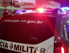 Homem tenta tomar arma de policiais e morre após ser baleado em Natal, diz PM