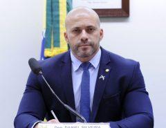 Censura: Alexandre de Moraes determina bloqueio de redes sociais de Daniel Silveira