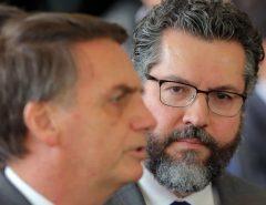 POLÍTICA: Ernesto Araújo deixa o Itamaraty após pressão do Congresso