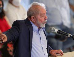 CHANTAGEM: Quem estiver comprando coisas da Petrobras é melhor ter medo, diz Lula
