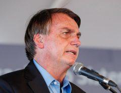 Bolsonaro volta a criticar decretos de governadores: 'lockdown não é remédio'