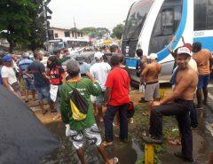 VEJA O VÍDEO: Trem atinge automóvel em linha férrea de Natal