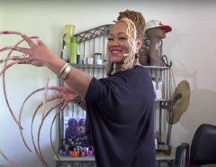 MUNDO: Após 30 anos, mulher com as unhas mais longas do mundo resolve cortá-las