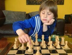 TALENTO: O menino de 10 anos que derrotou um mestre de xadrez e não contou para ninguém na escola