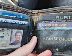 MUNDO: Homem recupera carteira 20 anos após ter sido furtada em bar