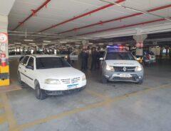 Em Natal homens são presos após troca de tiros com a polícia em estacionamento de supermercado na Avenida Maria Lacerda; 40 kg de drogas apreendidas em veículo