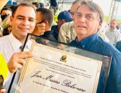 MERECIDO: Vereador de Extremoz vai até Jucurutu entregar Título de Cidadão a Bolsonaro