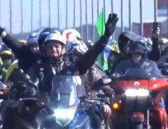 VEJA O VÍDEO: Milhares participam de 'motociata' com Bolsonaro em Porto Alegre