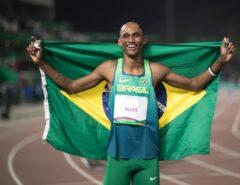 Alison dos Santos conquista bronze nos 400m com barreiras nas Olimpíadas de Tóquio