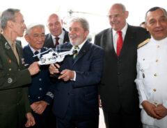 DEOLHO NAS ELEIÇÕES 2022: Lula tenta abrir canal com militares, mas ainda enfrenta resistências